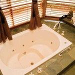 Sanctuary Tower Luxury 2 person spa-bath